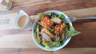 Mackerel & Fried Halloumi Salad